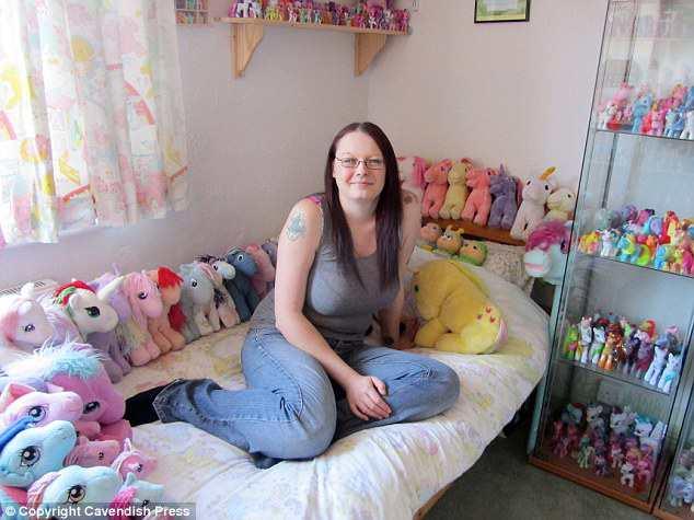 Questa si dice sia la più grande fan dei My Little Pony. Vi piace, eh? EH?!