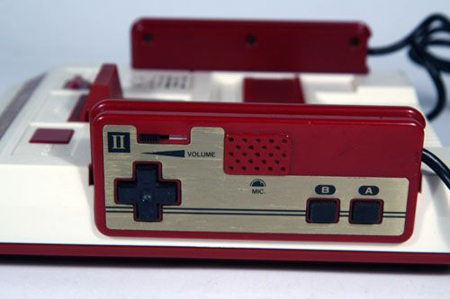 Il controller originale del Famicom